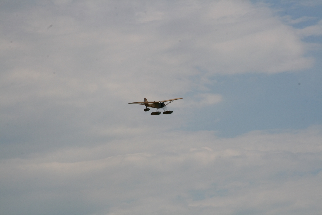 float-fly-20090019