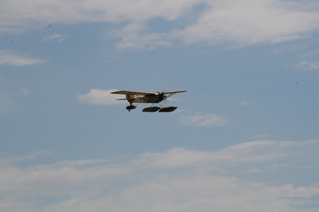 float-fly-20090020