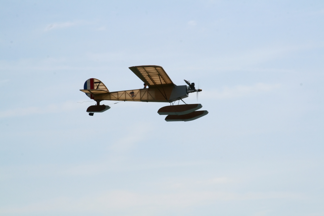 float-fly-20090022