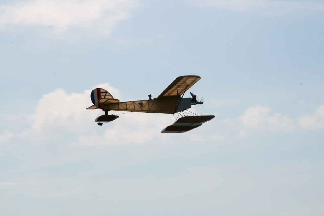float-fly-20090023