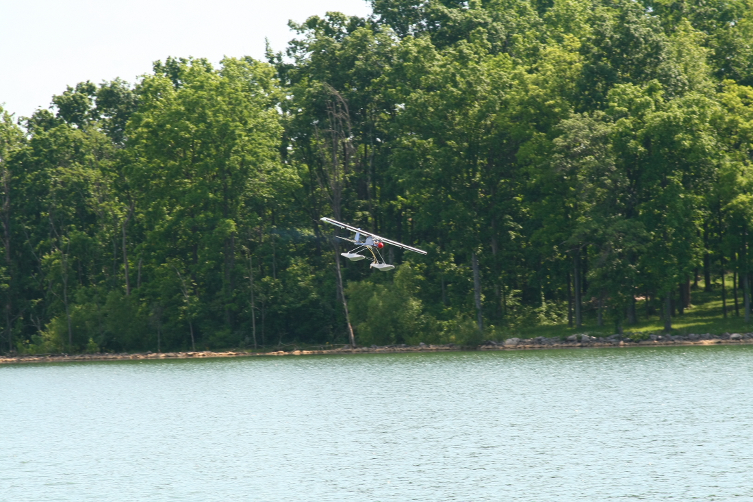 float-fly-20090025