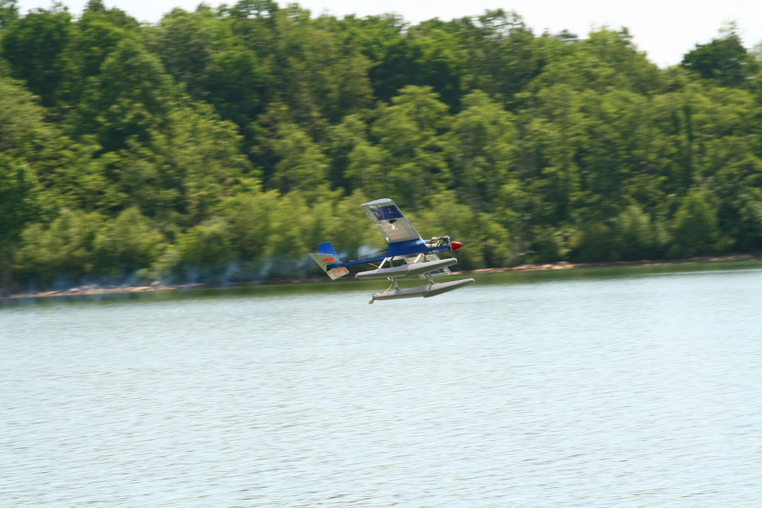 float-fly-20090027