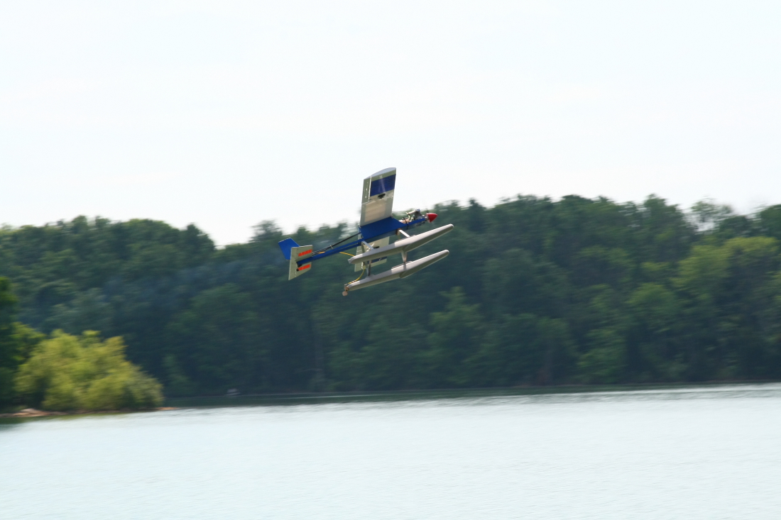 float-fly-20090028