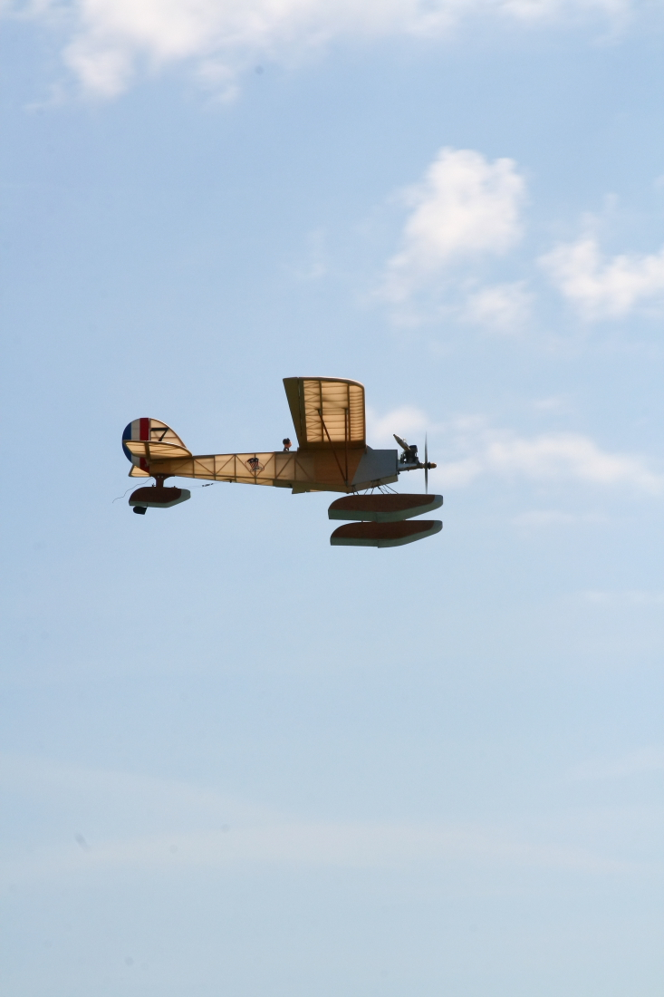 float-fly-20090031