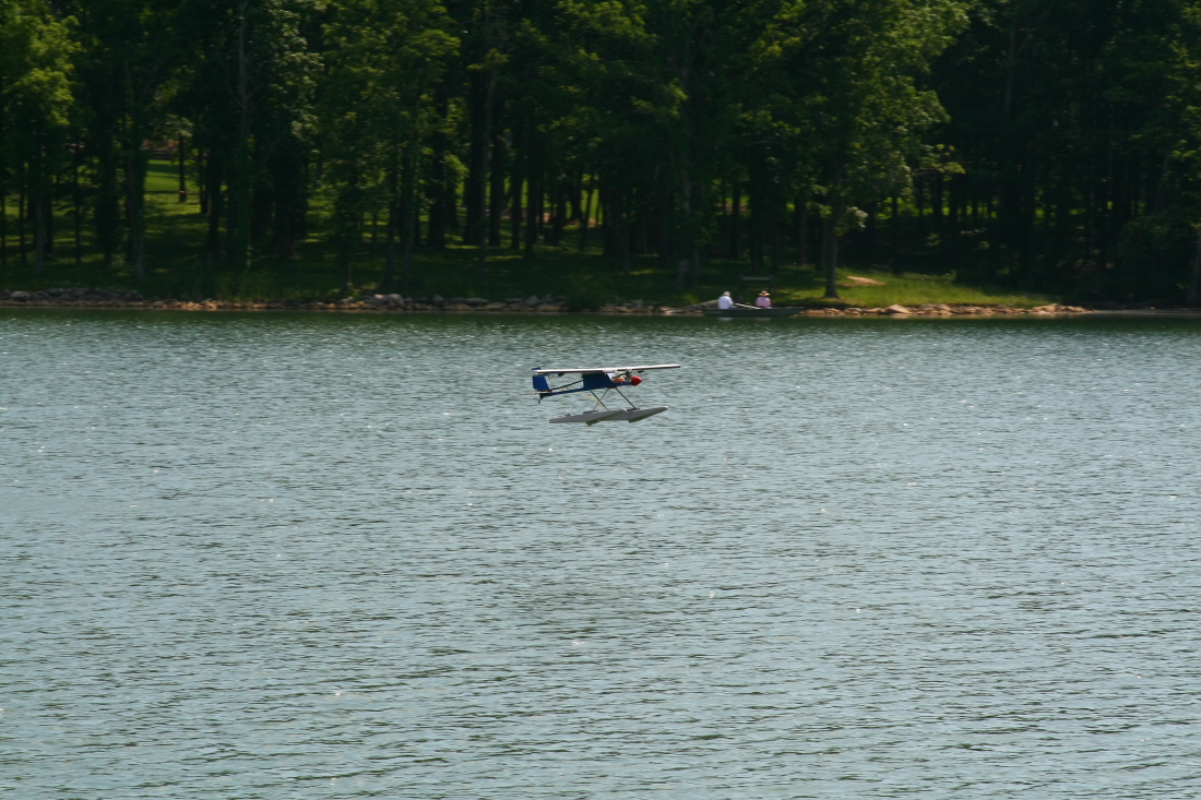 float-fly-20090033