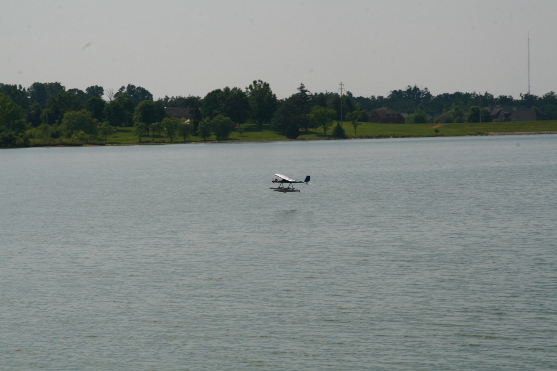 float-fly-20090035