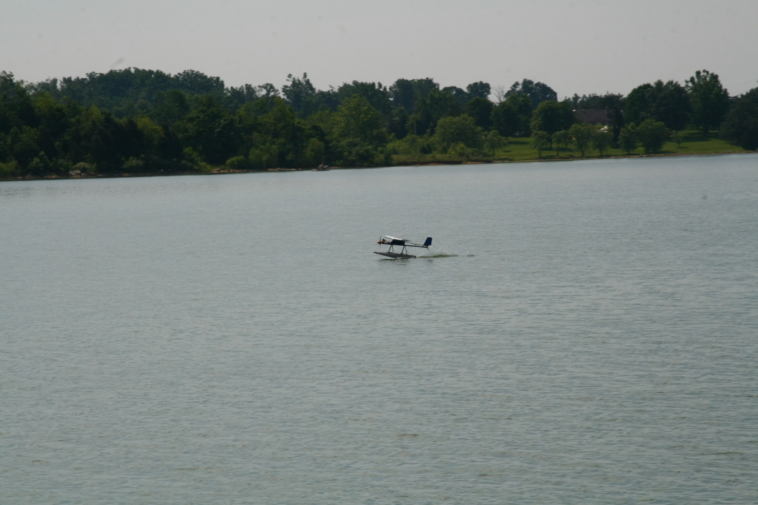 float-fly-20090036