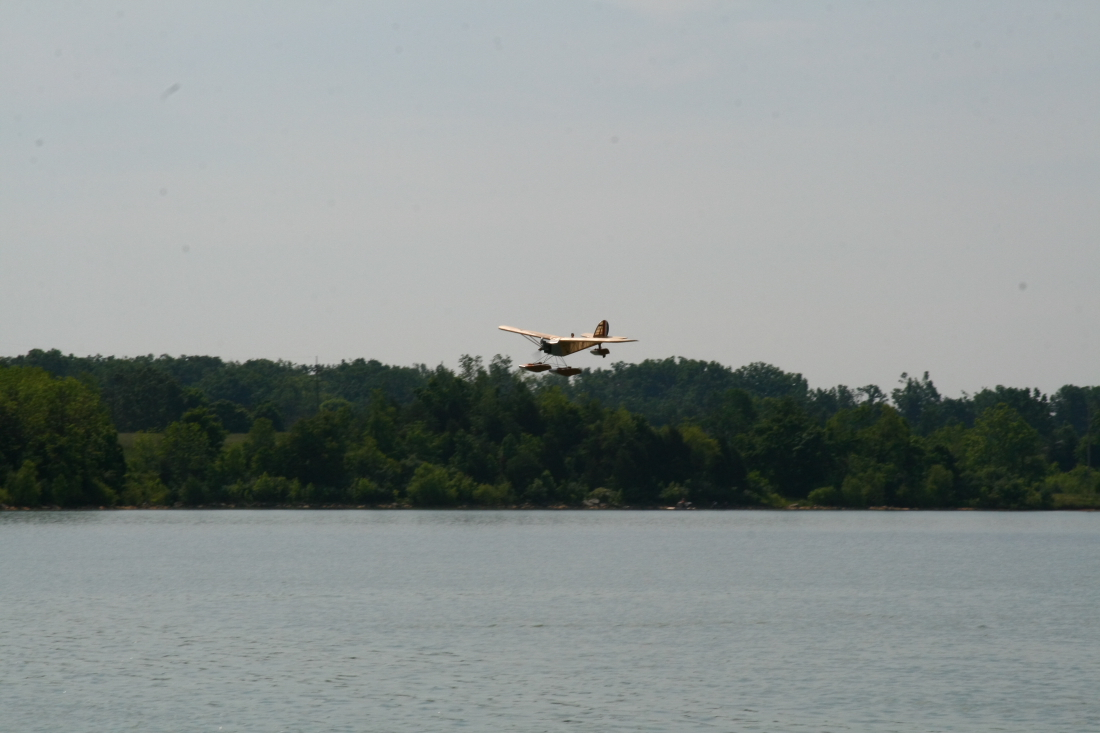 float-fly-20090037