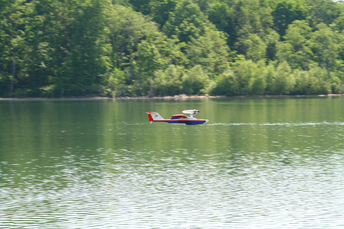 float-fly-20090058