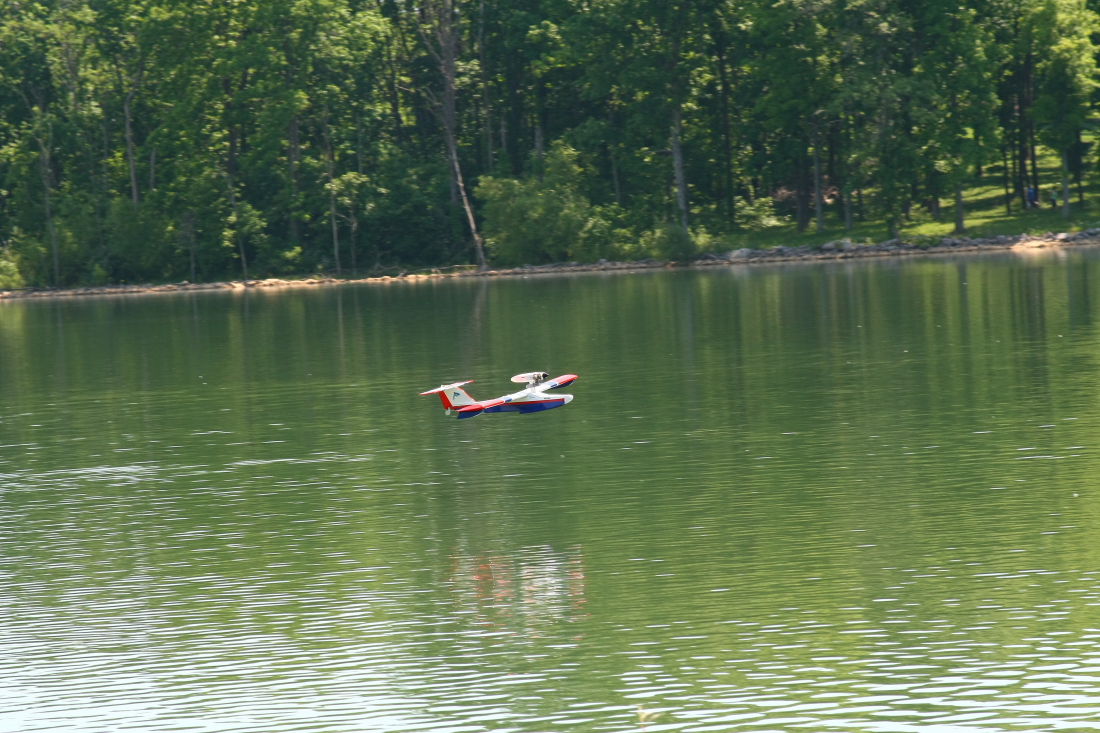 float-fly-20090062