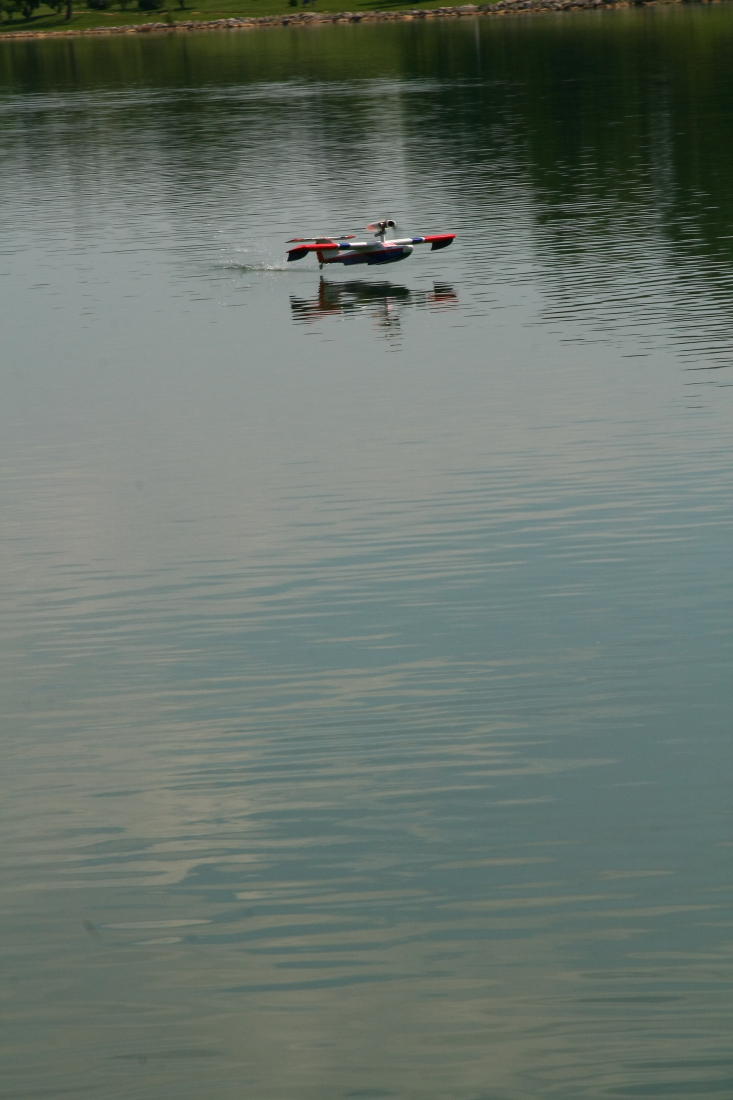 float-fly-20090068