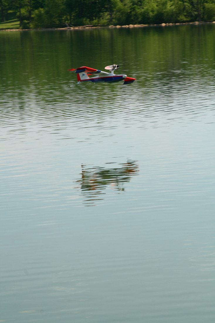 float-fly-20090069