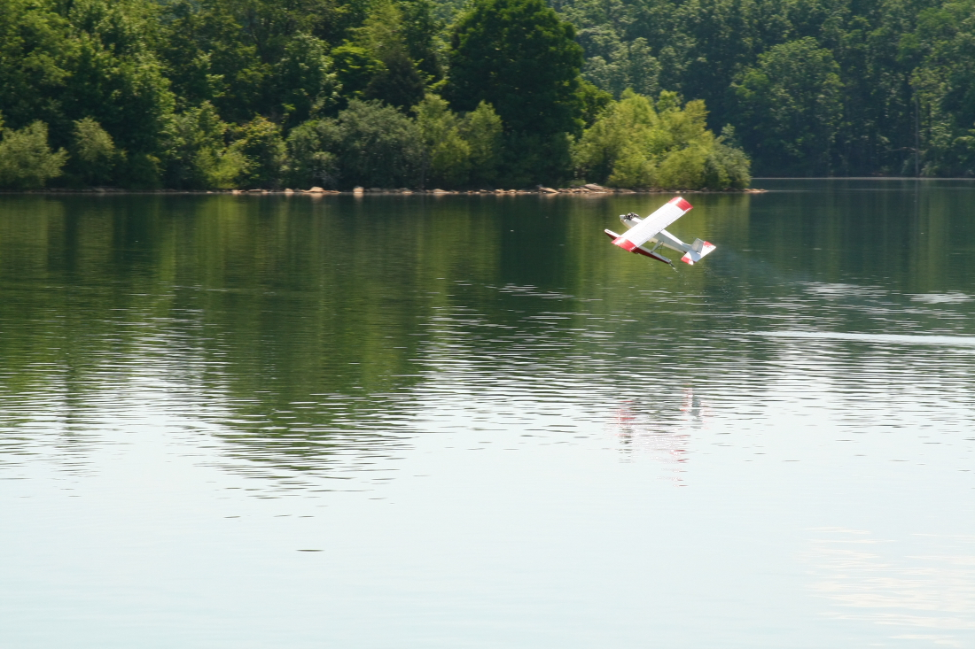 float-fly-20090075