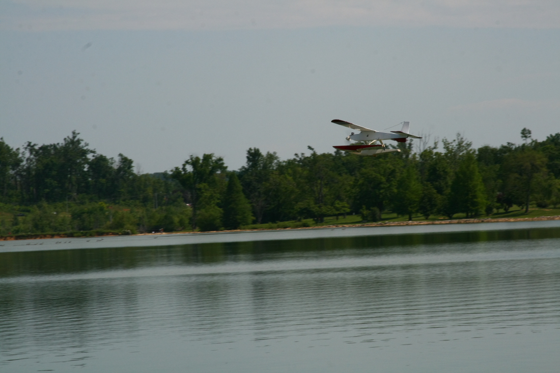 float-fly-20090083