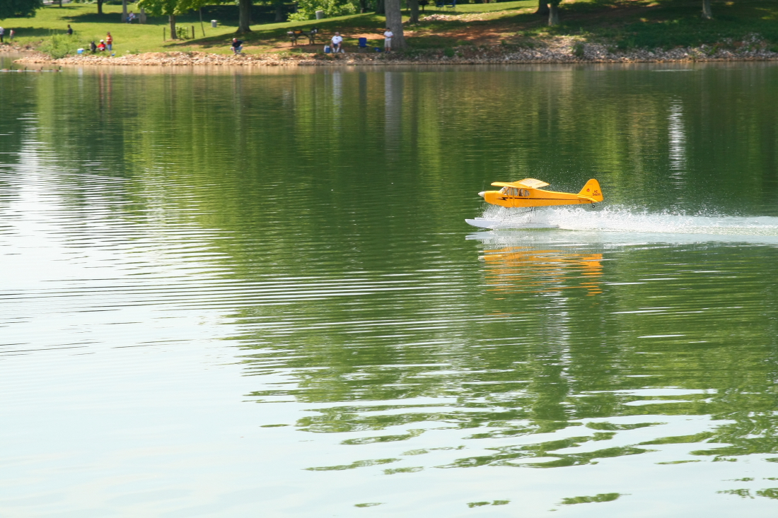 float-fly-20090084