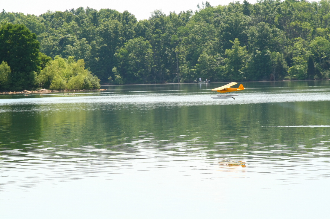 float-fly-20090086