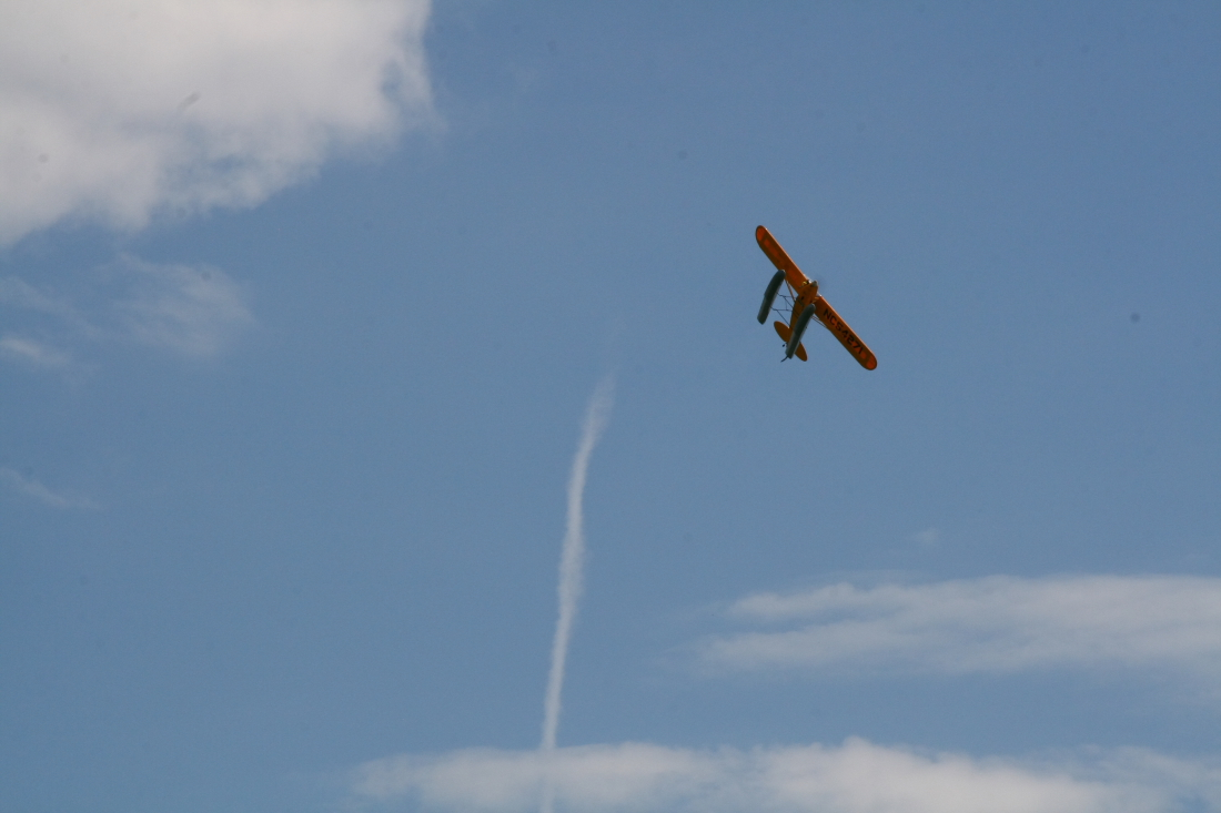 float-fly-20090093