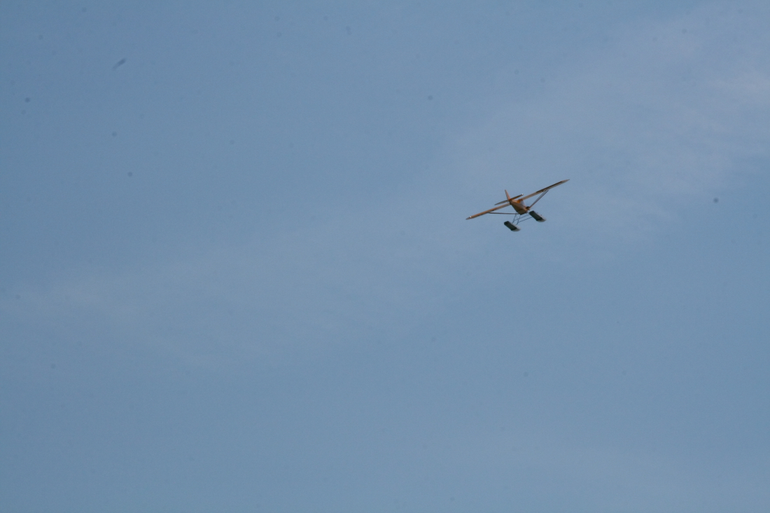 float-fly-20090096