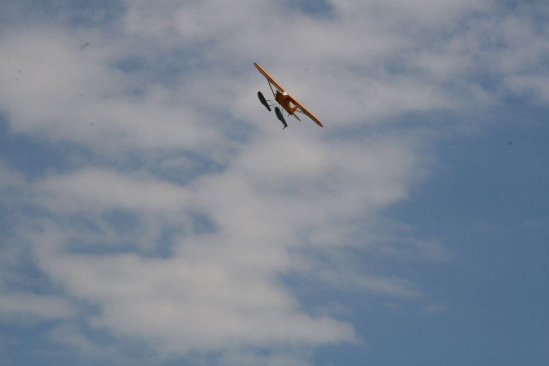 float-fly-20090113