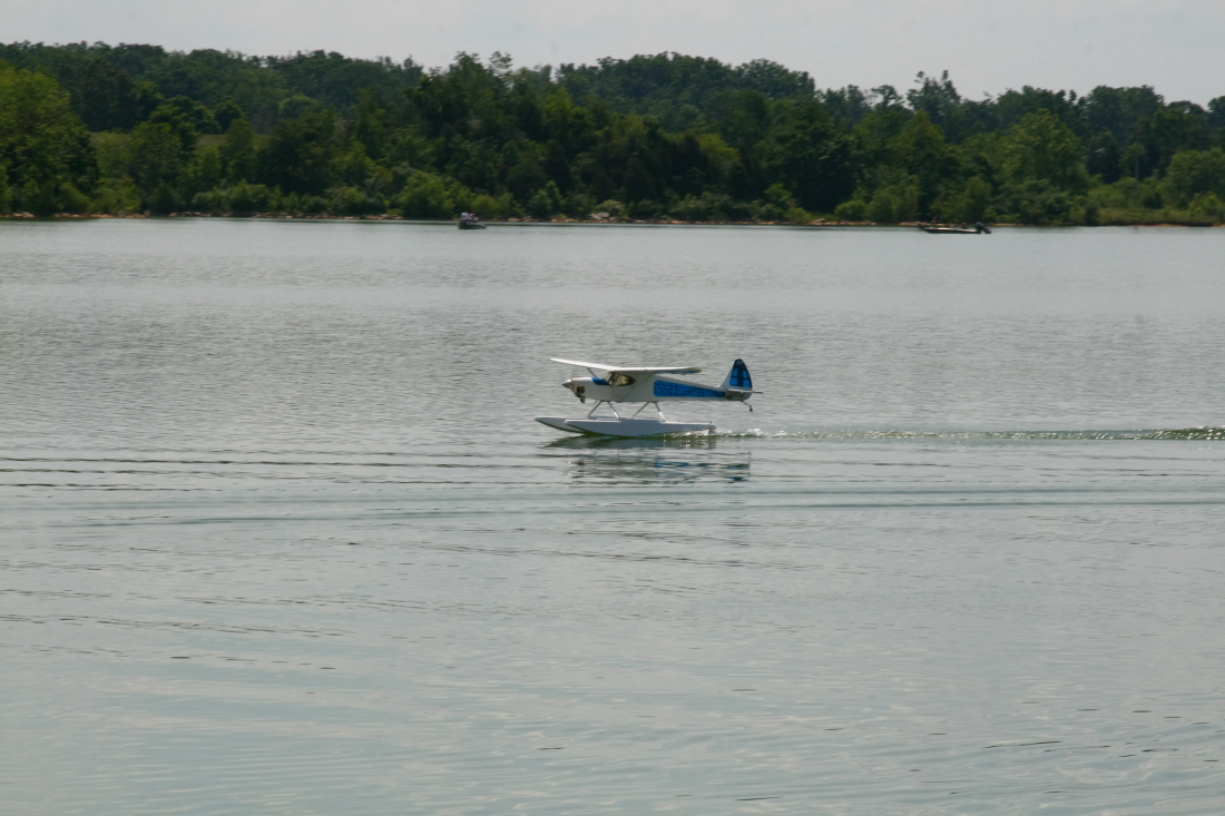 float-fly-20090123