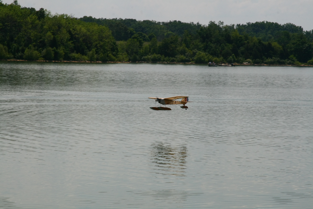 float-fly-20090130