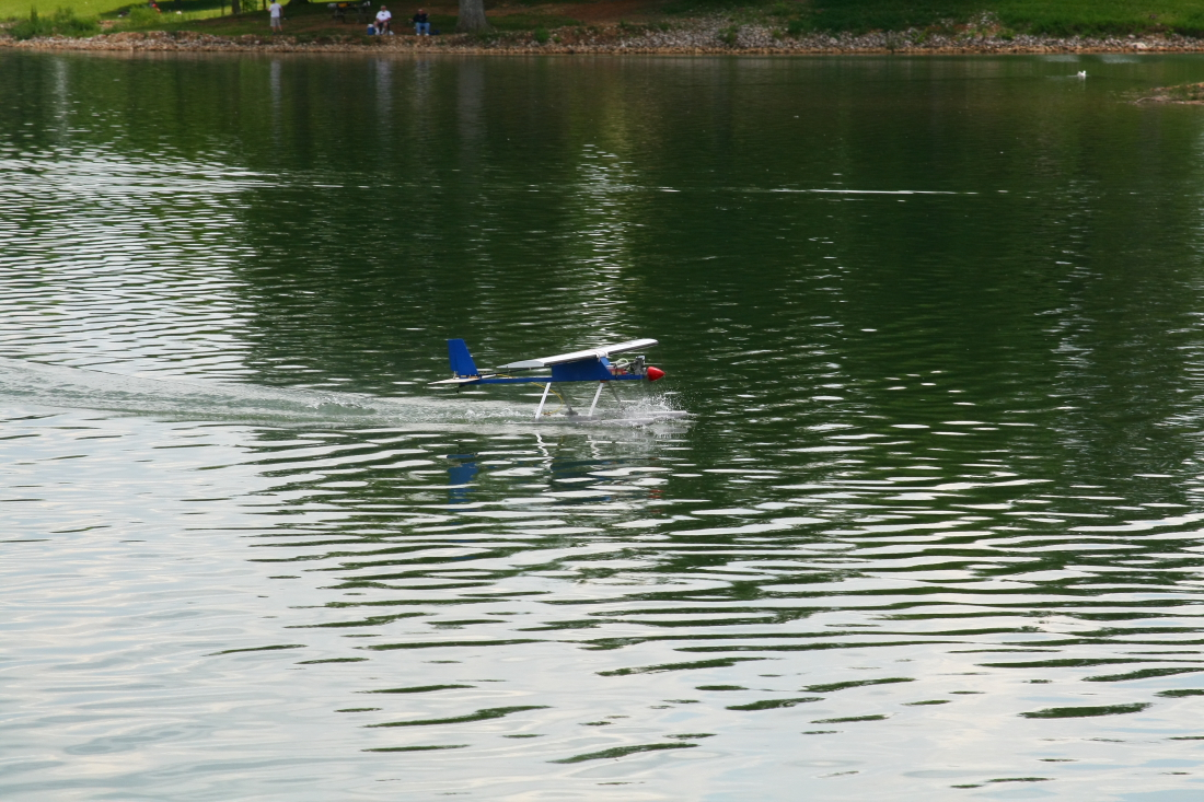 float-fly-20090148